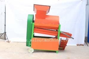 Chestnut shelling machine