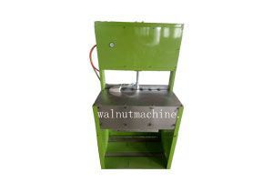 Semi-automatic cashew sheller